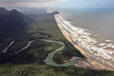 Marcio Fernandes/Estadão - SP - Praia da Jureia: 149km - 2h20.No litoral sul do Estado, Jureia fica no meio da Serra da Mantiqueira, entre Iguape, Peruíbe,Itariri e Miracatu, e faz parte daEstaçãoEcológica Jureia-Itatins. Boa para surfistas, mas dá para todo mundose divertirmesmo com o mar agitado. Mais:viagem.estadao.com.br