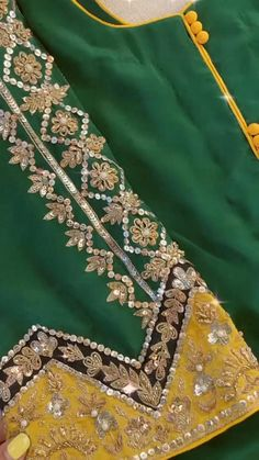 Dress Style Pakistani, Pakistani Dresses Casual, Indian Fashion Dresses, Punjabi Suit Boutique, Punjabi Suits Designer Boutique, Boutique Suits, Fancy Dress Design, Stylish Dress Designs, Designs For Dresses