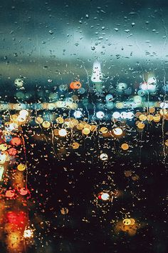 Awesome Bokeh effect that keeps the rain on the glass in focus, but the city lights in a low aperture blur. Rainy Night, Rainy Days, Night Rain, Morning Rain, Early Morning, Rainy Mood, Rain Photography, Street Photography, Depth Of Field Photography