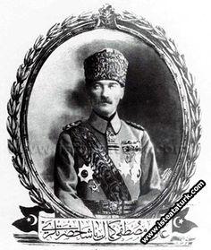 1918-Mustafa Kemal Ordu Komutanı  ve Padişah Yaveri iken çelilen fotoğrafın kartpostalı, İstanbul.(31 Ekim- 13 Kasım 1918)