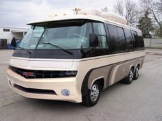 Gmc Motorhome For Sale, Motorhome Interior, Small Camper Trailers, Small Campers, Travel Trailers, Vintage Rv, Vintage Trailers, Gmc Motors, School Bus Rv