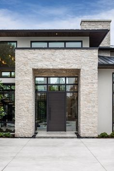 Incredible Modern Prairie Home, designed by Su Casa Design Inc 📷 by Upper Left Photography Modern Entrance, Modern Front Door, Entrance Design, Front Door Design, House Entrance, Facade Design, Exterior Design, Modern Prairie Home, Modern Farmhouse Exterior