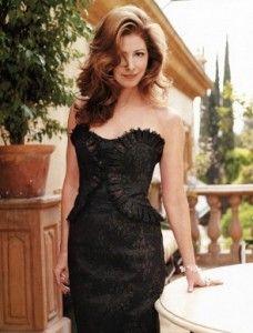 ブラックのシックなドレスで気品あふれる女優ダナ・デラニー❤︎