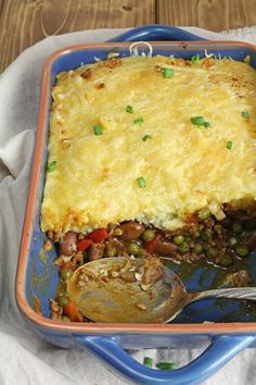 Try this easy chili Shepherd's Pie recipe. An favorite complete all-in-one meal that is done in a jiffy! | www.foxyfolksy.com