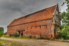 https://flic.kr/p/vP2JX5 | Terminal Decay | Lovely old barn, sadly condemned. There's large crack down the right side wall which is a pity because it's in a quiet, pretty area near the river and could have been made into a lovely home.