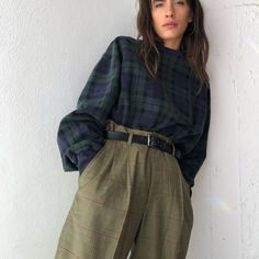 mix de xadrez: camisa xadrez old england + carrot pants Cute Casual Outfits, Retro Outfits, Vintage Outfits, Girly Outfits, Looks Street Style, Looks Style, Aesthetic Fashion, Aesthetic Clothes, Aesthetic Outfit