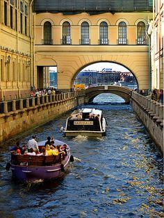 St Petersburg, Russia, Moika boats bridge at Neva July 200.7C-L Rossel | 相片擁有者 carollynn_rossel