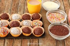 hese nostalgic chocolate balls are a sweet treat that always take me back to my childhood. They are so easy to make. A Food, Good Food, Food And Drink, Classic Desserts, Almond Cookies, Mixed Drinks, Food Processor Recipes, Sweet Treats, Dessert Recipes