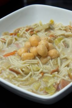 Sopa juliana con garbanzos y jamón Batch Cooking, Cooking Recipes, Crazy Cakes, Hot Soup, Mashed Cauliflower, Spanish Food, Empanadas, Food Dishes, Tapas