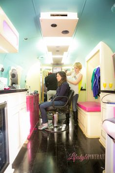 On the Go Hair Co. Mobile salon inside a Airstream Trailer I totally would do this Mobile Hair Salon, Mobile Beauty Salon, Home Hair Salons, Home Salon, Airstream, Mobile Spa, Small Salon, Styling Stations, Mobile Business