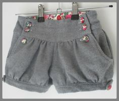 patron couture brief fille Short Bebe, Short Niña, Baby Couture, Couture Sewing, Outfits Niños, Kids Outfits, Short Fille, France Outfits, Tricot Baby