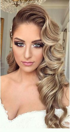 Beautiful wedding hair with wavy curls . - Beautiful wedding hair with wavy curls Informations - Long Hair Wedding Styles, Wedding Hair Down, Wedding Hair Curls, Curls Hair, Wavy Bridal Hair, Loose Curls, Hair Style Bride, Long Hair With Curls, Hair Styles For Formal