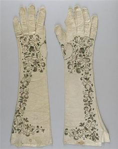 Antique embroidered gloves in musée national de la Renaissance - end of 17th c. to early 18th c.