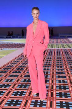 bea7a448c97af Rosie Huntington-Whiteley Knows How to Pull Off a Men s Statement Suit