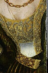 No Lacing. Appears to be a Fabric [possibly covered] Belt Band with ornate clip.Quite a deep Breast Band with pearls and embroidery.CRANACH DIGITAL ARCHIVE