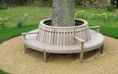 Curving Tree Bench. [Gaze Burvill]