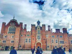 Palaces and princesses  @hamptoncourtpalace  #pretty #palace #palaces #london #hamptoncourt #hamptoncourtpalace #architecture #tudor #monarchs #royal #lblogger #tblogger #england #uk #lbloggersuk #love #loveit #instagram