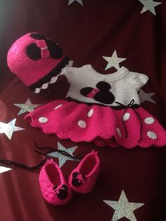 minnie vestido gorro y zapatos para bebe , sobre pedido inbox Minnie, Crochet Hats, How To Make, Fashion, Vestidos, Caps Hats, Zapatos, Knitting Hats, Moda