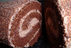 Chocolate cakeroll with mascarpone Delicious Cake Recipes, Yummy Cakes, Yummy Food, Nutella, Fondant, Different Cakes, Fancy Cakes, Tasty Dishes, Cookie Recipes