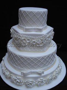 bolo pra decoração feito em biscuit,produto não cosmestivel R$ 390,00