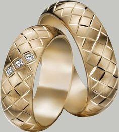 lab treated emerald engagement ring set white gold diamond wedding band bridal ring set curved V band pear cut Emerald - Fine Jewelry Ideas Bling Jewelry, Jewelry Rings, Jewelery, Men's Jewellery, Designer Jewellery, Diamond Jewellery, Gold Wedding Rings, Bridal Rings, Engagement Ring Styles