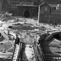 Clark Ádám tér - 1949 Old Pictures, Old Photos, Vintage Photos, Most Beautiful Cities, Budapest Hungary, New Travel, Vintage Photography, Historical Photos, Classic Hollywood