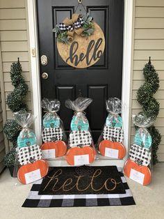 Wooden Door Signs, Wooden Door Hangers, Wooden Doors, Pumpkin Door Hanger, Dog Halloween, Painted Pumpkins, Fall Diy, Bow Bow, Ladder Decor