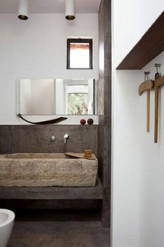 vasque en pierre rectangulaire, salle de bains originale