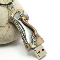 The Polymer Arts magazine's blog features this mixed media flash drive by Lynn Reno. www.thepolymerarts.com