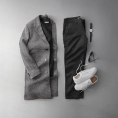 It's definitely the season for texture. MANGO Man dropping some serious heat this collection. My favorite piece is the textured Italian wool overcoat. Stylish Mens Outfits, Cool Outfits, Casual Outfits, Men Fashion Show, Mens Fashion, Fashion Network, Tailored Coat, Wool Overcoat, Outfit Grid