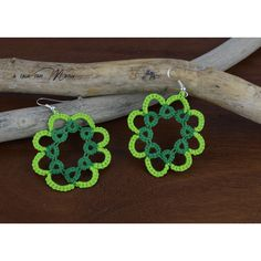 Orecchini in pizzo chiacchierino, lace tatting earrings, festa di san... (£7.11) ❤ liked on Polyvore featuring lace earrings, lace jewelry, earrings jewellery and earring jewelry