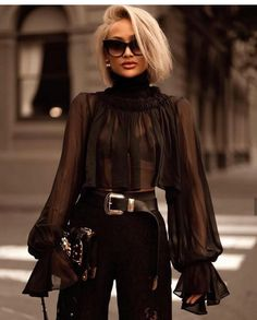 Amazing black outfit and blonde hair Classy Outfits, Chic Outfits, Fashion Outfits, Womens Fashion, Fashion Trends, Paris Chic, Paris Style, Mode Chic, Mode Style