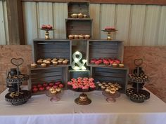 Cupcake display using wooden crates Wedding Cupcake Table, Fall Wedding Cupcakes, Wedding Cake Display, Floral Wedding Cakes, Cool Wedding Cakes, Wedding Desserts, Wedding Cake Toppers, Rustic Cupcake Display, Rustic Cupcake Stands