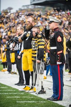 I love this! I love the love for our military! But I'm not a Pittsburgh Steelers fan! Steelers Football, Steelers Stuff, Steelers Pics, Pittsburgh Sports, I Love America, Steeler Nation, American Pride, Usmc, Persona