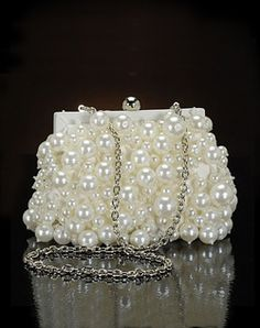 Pearl Clutch ~ This is adorable! Like carrying a bag full of bubbles! Vintage Purses, Vintage Bags, Bridal Accessories, Fashion Accessories, Wedding Jewelry, Pearl And Lace, Beaded Bags, Beautiful Bags, Evening Bags