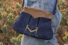 Deco Purse with hand-painted detail in Navy Suede How To Make Handbags, Handbag Accessories, Leather Handbags, Messenger Bag, Satchel, Art Deco, Hand Painted, Pairs, Purses