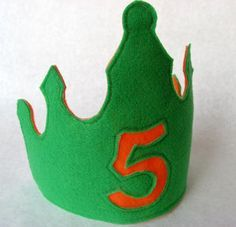 Free template to make this cute felt crown....would be special for birthday child and for a favor just leave the number off.