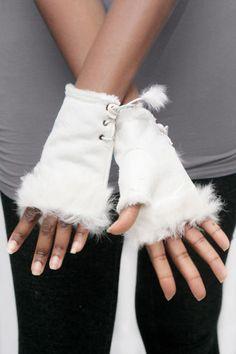 Fluffy Troll Hanskat -Valkoinen | Cybershop Troll, Autumn Fashion, Fashion Accessories, Christmas, Fashion Tips, Shopping, Style, Xmas, Fashion Hacks