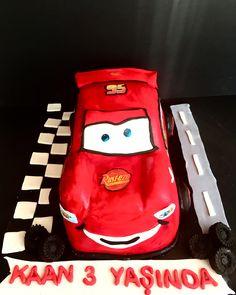 McQueen Cake #borniskitchen #mcqueen #cars