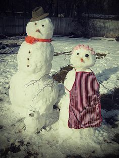 snow couple with pet I Love Snow, I Love Winter, Winter Fun, Winter Snow, Winter Time, Make A Snowman, Frosty The Snowmen, Christmas Snowman, Winter Christmas