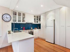 Glass splash back and bench, also like the top cupboards