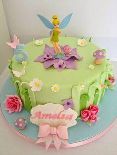 Kristallin hohtoa: Helinä Keiju kakkuja