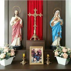 Home Altar Catholic, Roman Catholic, Altar Design, Prayer Corner, All Saints Day, Altar Decorations, Pooja Rooms, Prayer Room, Sacred Art