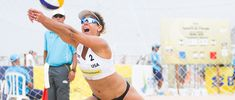Ever wonder what it takes to get Olympic-level fit? Here's what beach volleyball player April Ross does to stay in gold medal shape on and off the court. Volleyball Training, Volleyball Workouts, Beach Workouts, Beach Volleyball, Volleyball Players, Burpees, Laura Ludwig, Canoe Slalom, April Ross