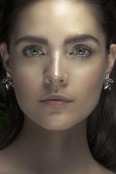 Skin, skin skin! Strobing, defined lashes, bold brows