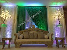 green backdrop wit modern details . Wedding Backdrops, Curtains, Modern, Green, Home Decor, Net Curtains, Homemade Home Decor, Trendy Tree, Decoration Home