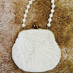 Pearl evening bag  🎄CHRISTMAS SALE 🎄 Fresh little bag to carry with essentials. Handle is faux pearl style Vintage Bags