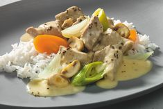 Ein festliches Weihanchtsmenü in drei Gängen. Vorspeise: Galettes mit Spinat und Gorgonzola Hauptspeise: Kalbsragout mit Reis und Pilzen Dessert: Schokotörtchen #experiencefresh
