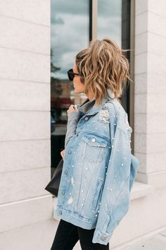 obsessed with the pearl detailing on this denim jacket!