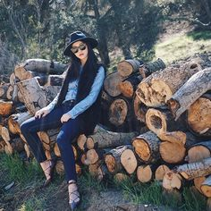 Michelle (@runwayonthego) Weekend mood #nature #woodsy #ootd #lotd #fashionblogger #wiw